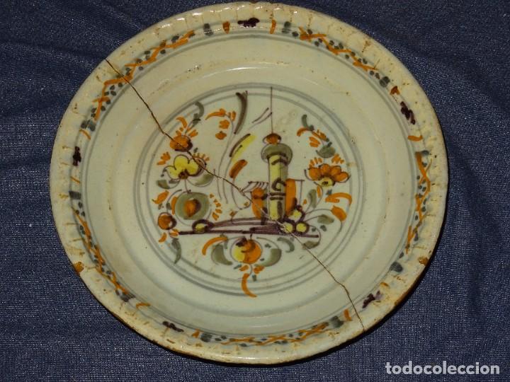 (M) ANTIGUO PLATO DE TRIANA ( SEVILLA ) S.XVIII POLICROMADO PARTIDO EN DOS TROZOS LAÑADO DE EPOCA (Antigüedades - Porcelanas y Cerámicas - Triana)