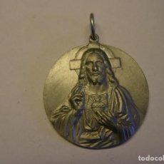 Antigüedades: MEDALLA RELIGIOSA DEL CORAZÓN DE JESÚS, CON INDULGENCIA, AÑO 1906.. Lote 277037653