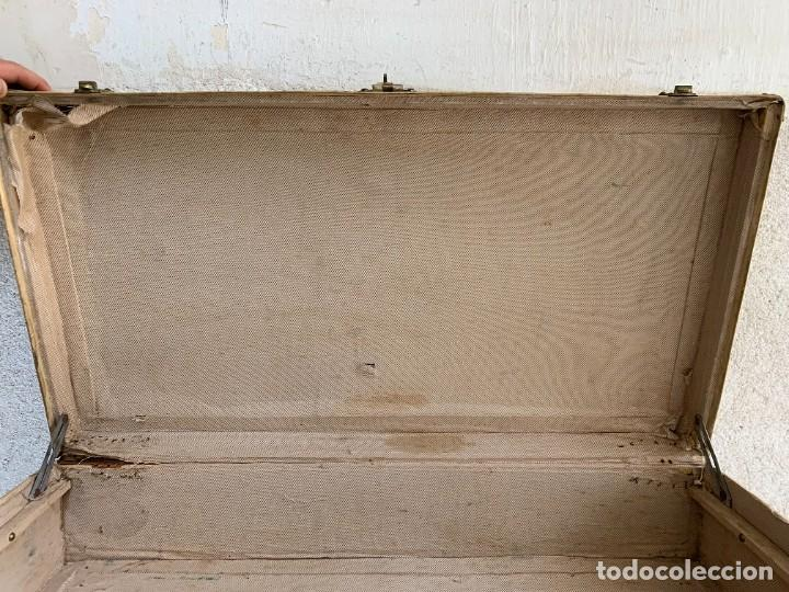 Antigüedades: MALETA FICHET FRANCIA CIERRES BRONCE CUBIERTA PERGAMINO REFUERZOS QUIZAS PARA AUTO AÑOS 20 18X79X42C - Foto 12 - 277043008