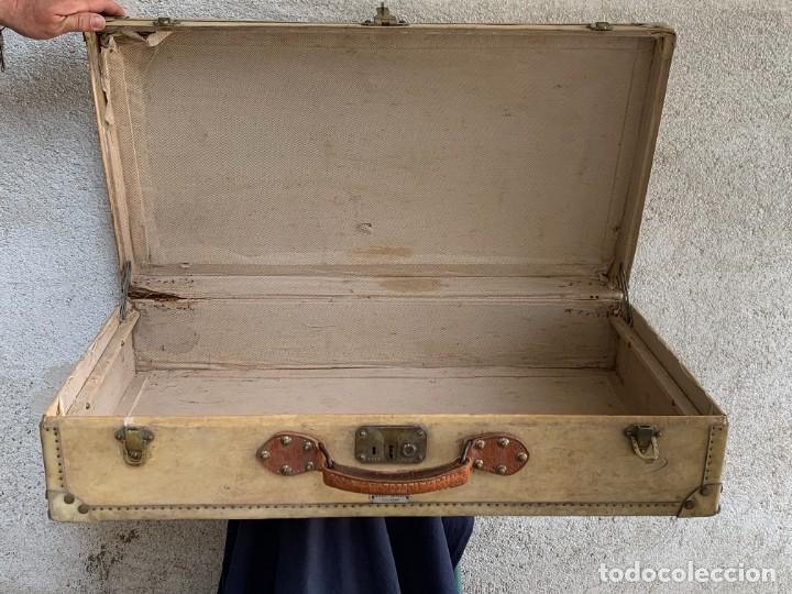 Antigüedades: MALETA FICHET FRANCIA CIERRES BRONCE CUBIERTA PERGAMINO REFUERZOS QUIZAS PARA AUTO AÑOS 20 18X79X42C - Foto 4 - 277043008