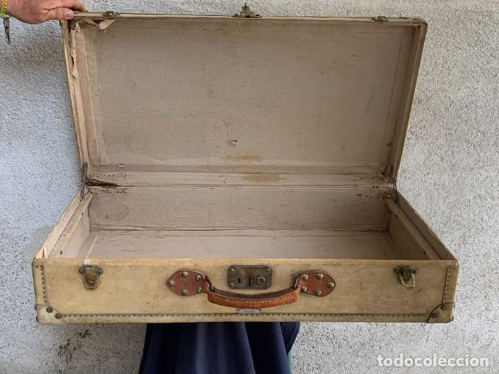 Antigüedades: MALETA FICHET FRANCIA CIERRES BRONCE CUBIERTA PERGAMINO REFUERZOS QUIZAS PARA AUTO AÑOS 20 18X79X42C - Foto 3 - 277043008