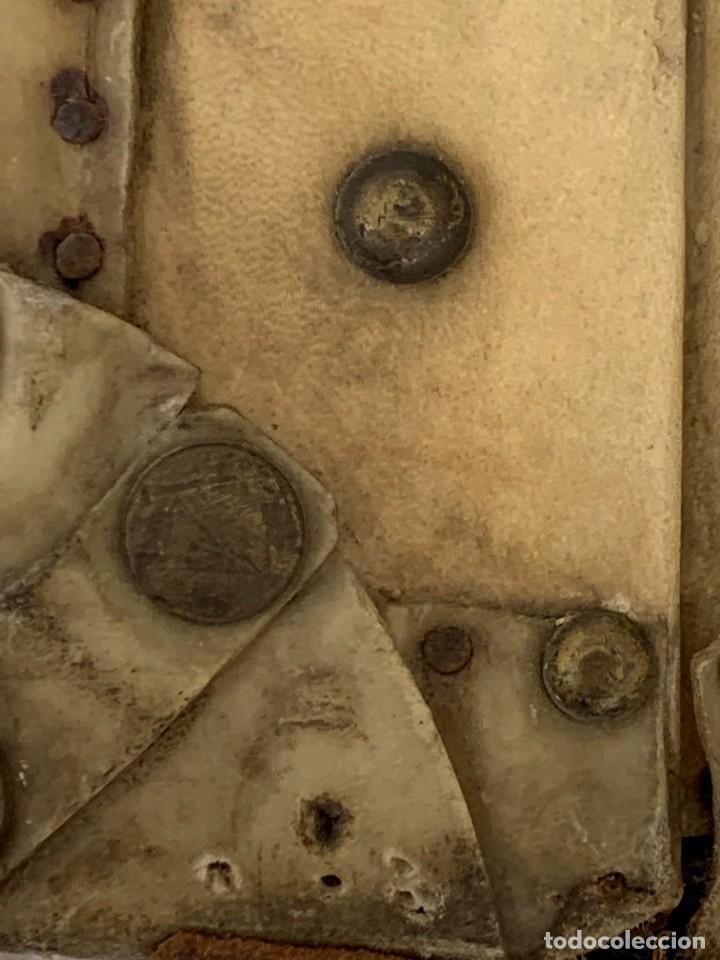 Antigüedades: MALETA FICHET FRANCIA CIERRES BRONCE CUBIERTA PERGAMINO REFUERZOS QUIZAS PARA AUTO AÑOS 20 18X79X42C - Foto 13 - 277043008