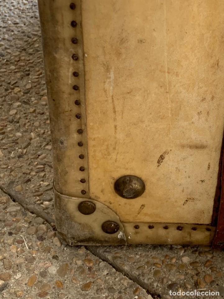 Antigüedades: MALETA FICHET FRANCIA CIERRES BRONCE CUBIERTA PERGAMINO REFUERZOS QUIZAS PARA AUTO AÑOS 20 18X79X42C - Foto 19 - 277043008