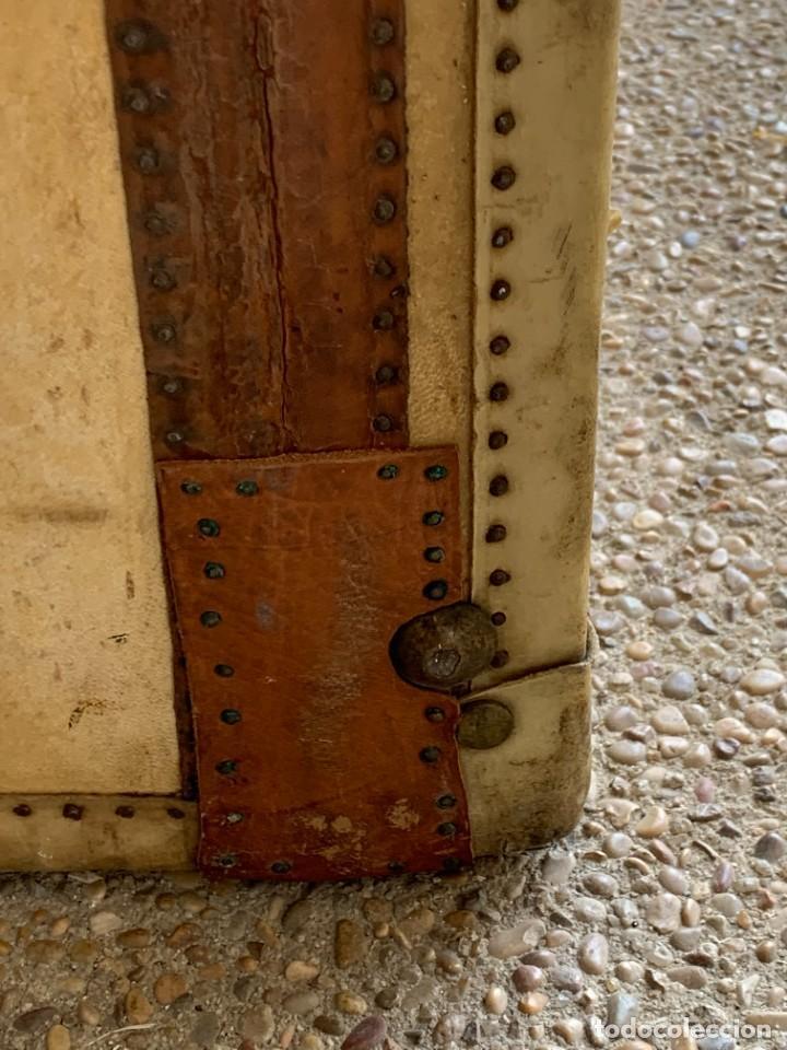 Antigüedades: MALETA FICHET FRANCIA CIERRES BRONCE CUBIERTA PERGAMINO REFUERZOS QUIZAS PARA AUTO AÑOS 20 18X79X42C - Foto 20 - 277043008