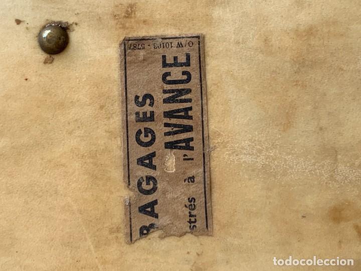 Antigüedades: MALETA FICHET FRANCIA CIERRES BRONCE CUBIERTA PERGAMINO REFUERZOS QUIZAS PARA AUTO AÑOS 20 18X79X42C - Foto 25 - 277043008