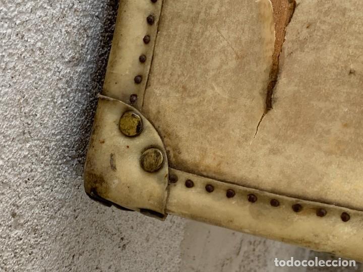 Antigüedades: MALETA FICHET FRANCIA CIERRES BRONCE CUBIERTA PERGAMINO REFUERZOS QUIZAS PARA AUTO AÑOS 20 18X79X42C - Foto 28 - 277043008
