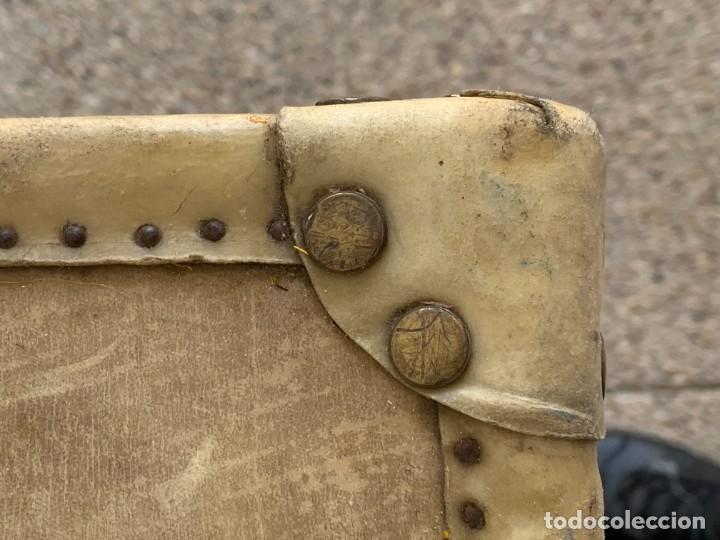 Antigüedades: MALETA FICHET FRANCIA CIERRES BRONCE CUBIERTA PERGAMINO REFUERZOS QUIZAS PARA AUTO AÑOS 20 18X79X42C - Foto 31 - 277043008