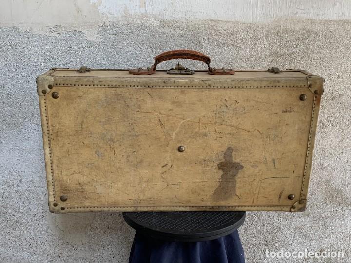 Antigüedades: MALETA FICHET FRANCIA CIERRES BRONCE CUBIERTA PERGAMINO REFUERZOS QUIZAS PARA AUTO AÑOS 20 18X79X42C - Foto 46 - 277043008