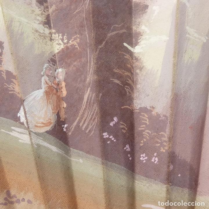 Antigüedades: antiguo abanico de celuloide, simil carey, pintado a mano, escena costumbrista, - Foto 3 - 277048298