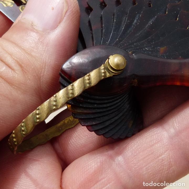 Antigüedades: antiguo abanico de celuloide, simil carey, pintado a mano, escena costumbrista, - Foto 4 - 277048298