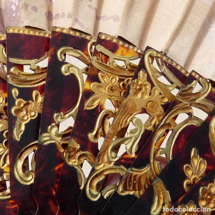 Antigüedades: antiguo abanico de celuloide, simil carey, pintado a mano, escena costumbrista, - Foto 5 - 277048298