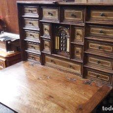 Antigüedades: BARGUEÑO ESTILO SALMANTINO MADERA NOGAL. Lote 277062478