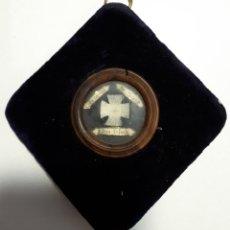 Antigüedades: RELICARIO EN MARCO DE TERCIOPELO.. Lote 277082933