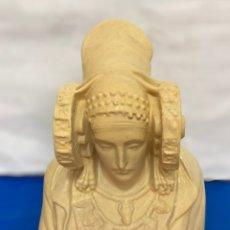 Antigüedades: LA DAMA DE ELCHE EN PORCELANA Y PINTADA A MANO , 24 CM , ANTIGUA. Lote 277146473
