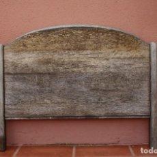 Antigüedades: MUY ANTIGUO CABECERO DE CAMA EN MADERA – NECESITA RESTARACION – PIEZA MUY BUENA YA NO SE ENCUENTRA. Lote 277152103