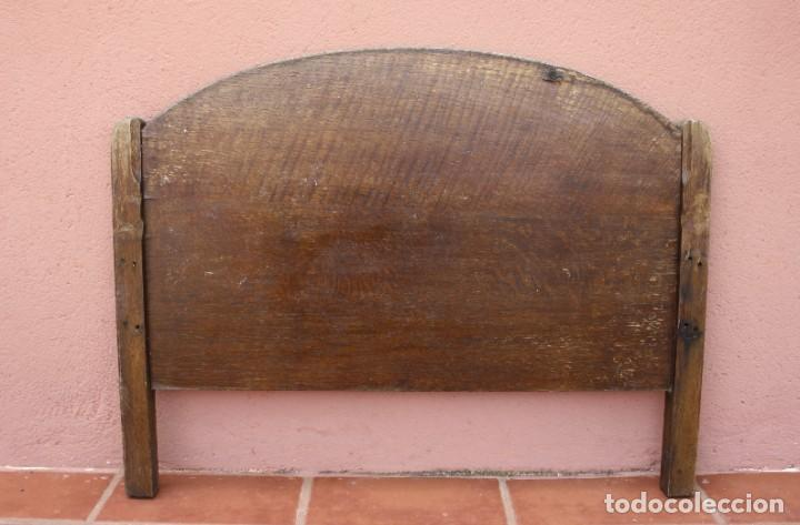 Antigüedades: MUY ANTIGUO CABECERO DE CAMA EN MADERA – NECESITA RESTARACION – PIEZA MUY BUENA YA NO SE ENCUENTRA - Foto 3 - 277152103
