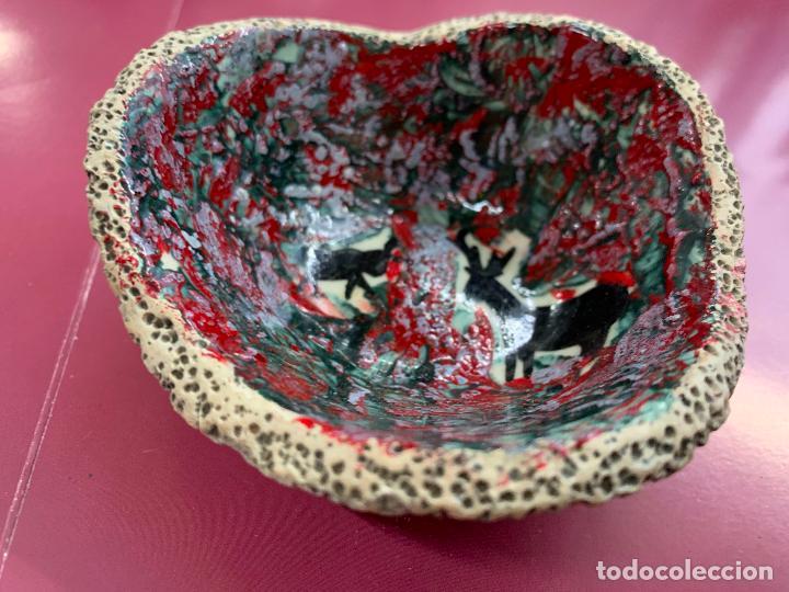 Antigüedades: Encantador cuenco o bol de ceramica vidriada o esmaltada, arte rupestre. Mide 10cms de diametro - Foto 4 - 277180903