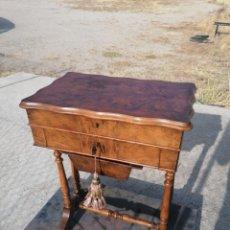 Antigüedades: COSTURERO DE RAÍZ DE NOGAL. Lote 277211363