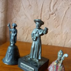 Antigüedades: TRES FIGURAS RELIGIOSA ,SANTIAGO DE COMPOSTELA ,UN CURA Y UN OBISPO?. Lote 277225543