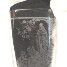 Antigüedades: VIRGEN DE LOURDES VASO CRISTAL FALTRIQUERA AÑOS 20, GRABADO AL ACIDO. Lote 277443733