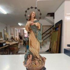 Antigüedades: VIRGEN OLOTINA DE ESCAYOLA CON BASE DE MADERA. Lote 277470428