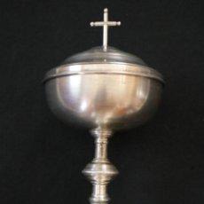 Antigüedades: COPÓN LITÚRGICO ELABORADO EN METAL PLATEADO. HACIA 1900.. Lote 277537383