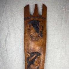 Antigüedades: ESCUDO MADERA TALLADA FILIPINAS. Lote 277563603
