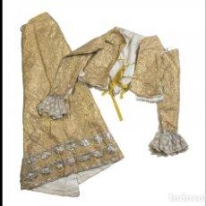 Antigüedades: MAGNÍFICO VESTIDO FORMADO POR FALDA Y JUBÓN PARA IMAGEN VESTIDERA EN LAMÉ E HILOS DORADOS. S. XVIII.. Lote 252568760