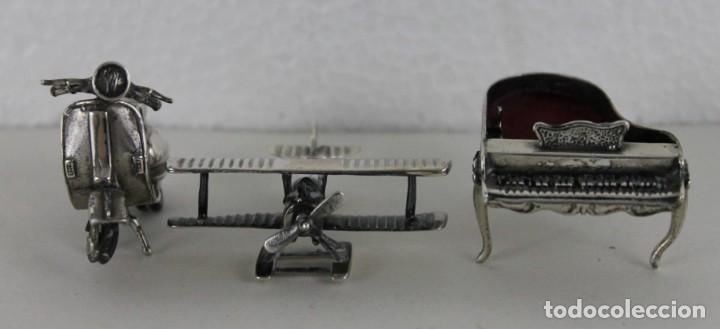 Antigüedades: 3 miniaturas en plata. Moto vespa, avioneta y piano. Mediados siglo XX - Foto 2 - 277565813