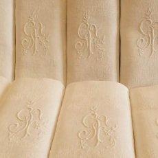 Antigüedades: 8 SERVILLETAS DAMASCADO DE LINO ANTIGUO S XIX INICIALES GF BORDADAS A MANO. Lote 277600598