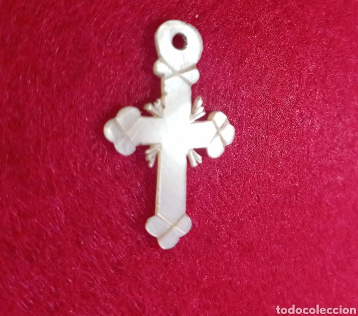 PRECIOSA CRUZ DE NÁCAR TALLADO S XIX (Antigüedades - Religiosas - Cruces Antiguas)