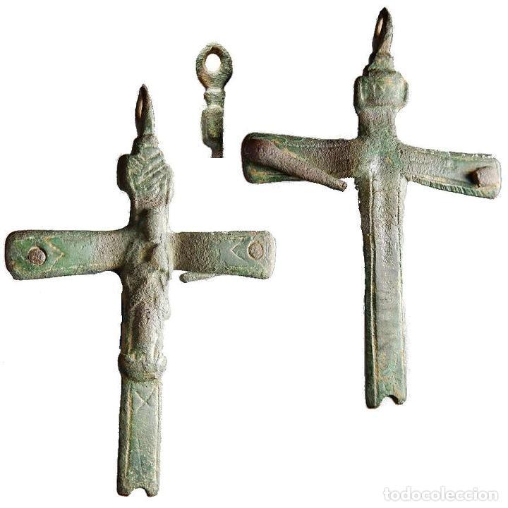 ANTIGUO CRUCIFIJO EN METAL, SIGLO XVIII, 48 MM. 1398-7,5-M (Antigüedades - Religiosas - Medallas Antiguas)