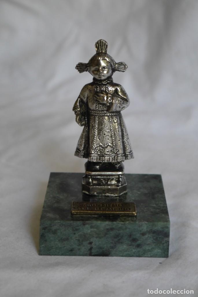 Antigüedades: Figura en plomo bañado Santo niño del Remedio sobre peana de piedra - Foto 3 - 277625048