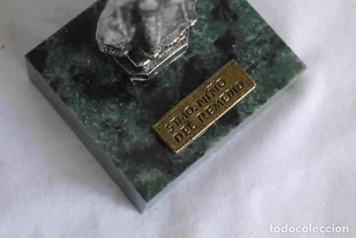 Antigüedades: Figura en plomo bañado Santo niño del Remedio sobre peana de piedra - Foto 7 - 277625048