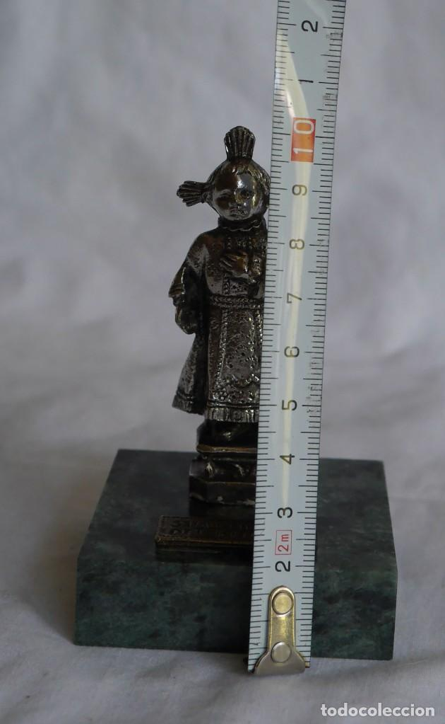 Antigüedades: Figura en plomo bañado Santo niño del Remedio sobre peana de piedra - Foto 8 - 277625048