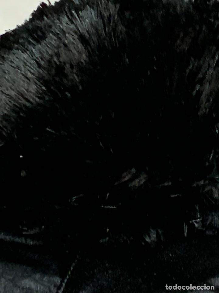 Antigüedades: GORRO SEDA NEGRA JUEZ MAGISTRADO S XIX INTERIOR DURO PLEGABLE PONPON 7X55CMS - Foto 3 - 277631583