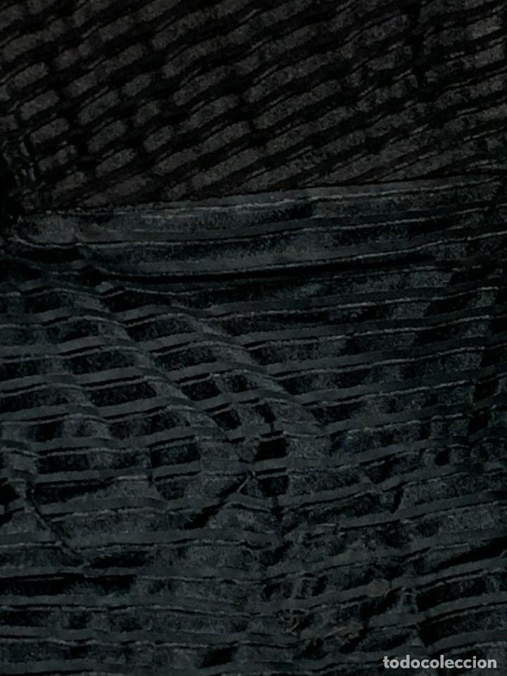 Antigüedades: GORRO SEDA NEGRA JUEZ MAGISTRADO S XIX INTERIOR DURO PLEGABLE PONPON 7X55CMS - Foto 4 - 277631583