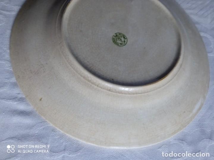 Antigüedades: Pareja de antiguos platos de La Cartuja , Pickman, con pavos reales. - Foto 23 - 277684623