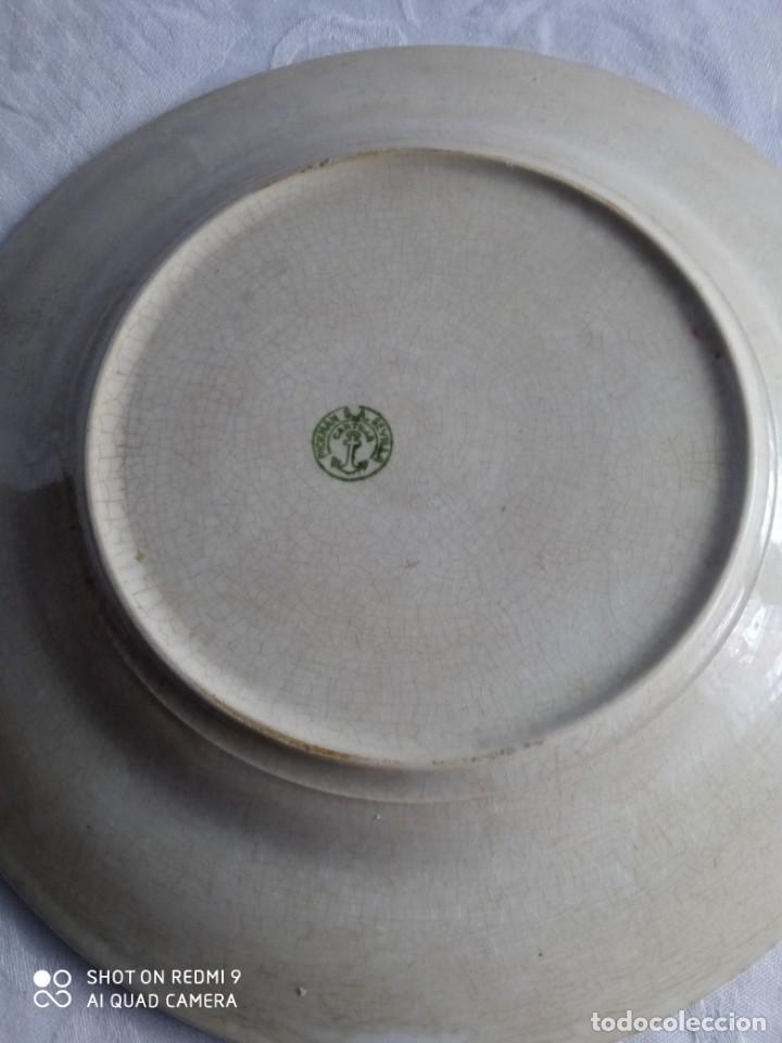 Antigüedades: Pareja de antiguos platos de La Cartuja , Pickman, con pavos reales. - Foto 24 - 277684623