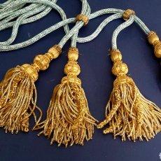 Antigüedades: CÍNGULOS DE HILO DE ORO DE BOBINA CON CORDÓN AZUL, 2 PAREJAS.. Lote 277701408