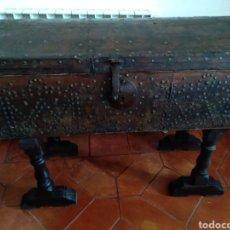 Antigüedades: BAÚL DE VIAJE SIGLO 17. Lote 277720403