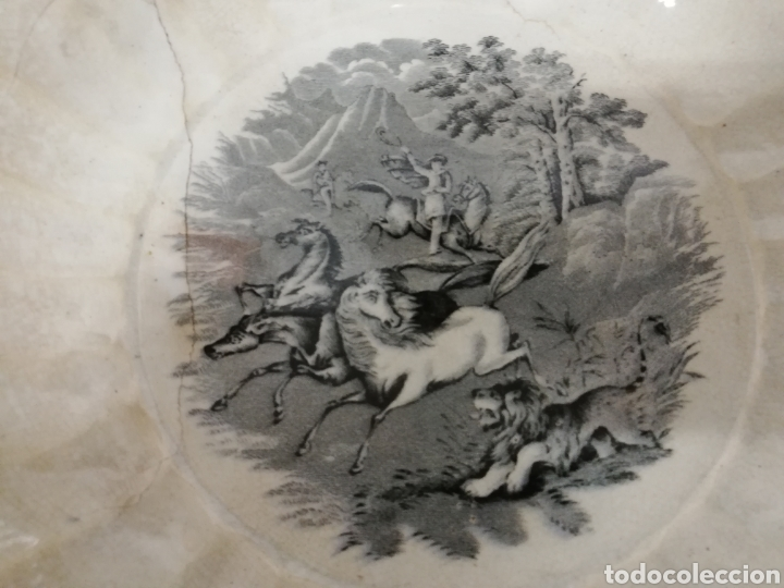 Antigüedades: GRAN FUENTE GALLONADA EN CERÁMICA. FABRICA LA AMISTAD. CARTAGENA. ESCENA DE CAZA. XIX. LAÑADA. - Foto 6 - 277726193