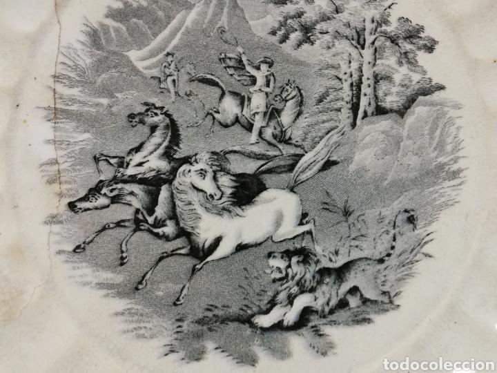 Antigüedades: GRAN FUENTE GALLONADA EN CERÁMICA. FABRICA LA AMISTAD. CARTAGENA. ESCENA DE CAZA. XIX. LAÑADA. - Foto 13 - 277726193