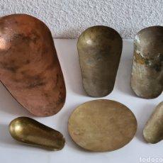 Antigüedades: HERRAMIENTAS BRONCE PARA MANEJAR EL GRANO - COLMADO - DECORACIÓN RÚSTICA. Lote 277735078