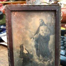 Antigüedades: ANTIGUO MARCO CON IMAGEN DEL SAGRADO CORAZON DE JESUS - MEDIDA 15X10 CM E INTERIOR 13X8 CM. Lote 277751413