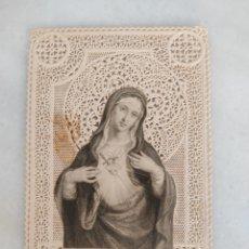 Antigüedades: ANTIGUA ESTAMPA RELIGIOSA DE PUNTILA Y CALADA SANTISIMO CORAZON DE MARIA L TURGIS PARIS. Lote 277757243