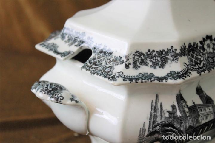 Antigüedades: Antigua sopera de cerámica estilo Pickman, sin sellos acreditativos - Foto 3 - 277758423