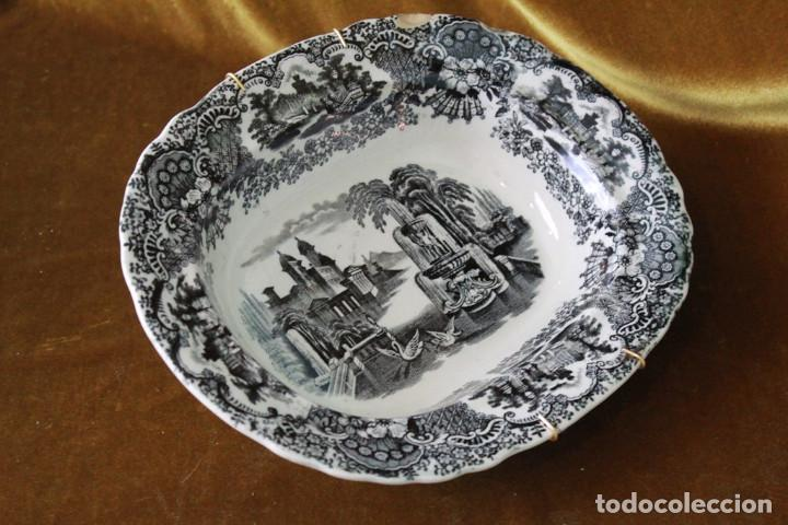 ANTIGUA FUENTE/ENSALEDERA DE PICKMAN, SEVILLA, SELLO DE MARCA ACREDITATIVO, SELLO 22. (Antigüedades - Porcelanas y Cerámicas - La Cartuja Pickman)