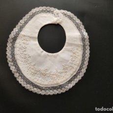 Antigüedades: ANTIGUO BABERO BORDADO. Lote 277840203