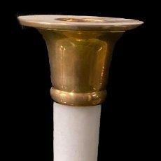 Antigüedades: ANTIGUO DE CANDELABRO DE MÁRMOL Y BRONCE. S. XIX. NAPOLEÓN III, IMPERIO. 28 CM ALTO.. Lote 277853183